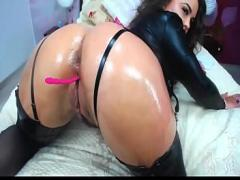 Free video list category cam_porn (336 sec). Hot brunette chick with amazing oiled ass.